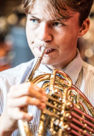 墨尔本 Grammar School boy playing french horn